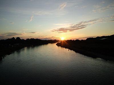 三面川と夕日